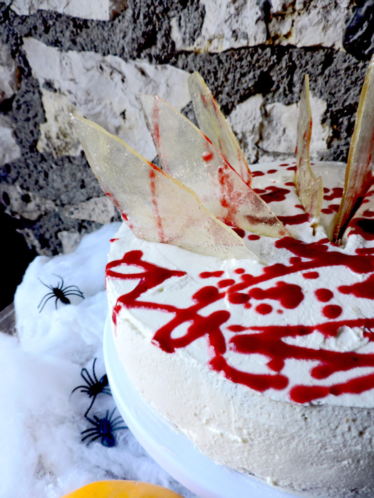 Halloween, gâteau, cake, cake-design, horreur, framboise, coulis, verre, sucre, crème, chantilly, cuisine, pâtisserie, sang, effrayant, mascarpone,