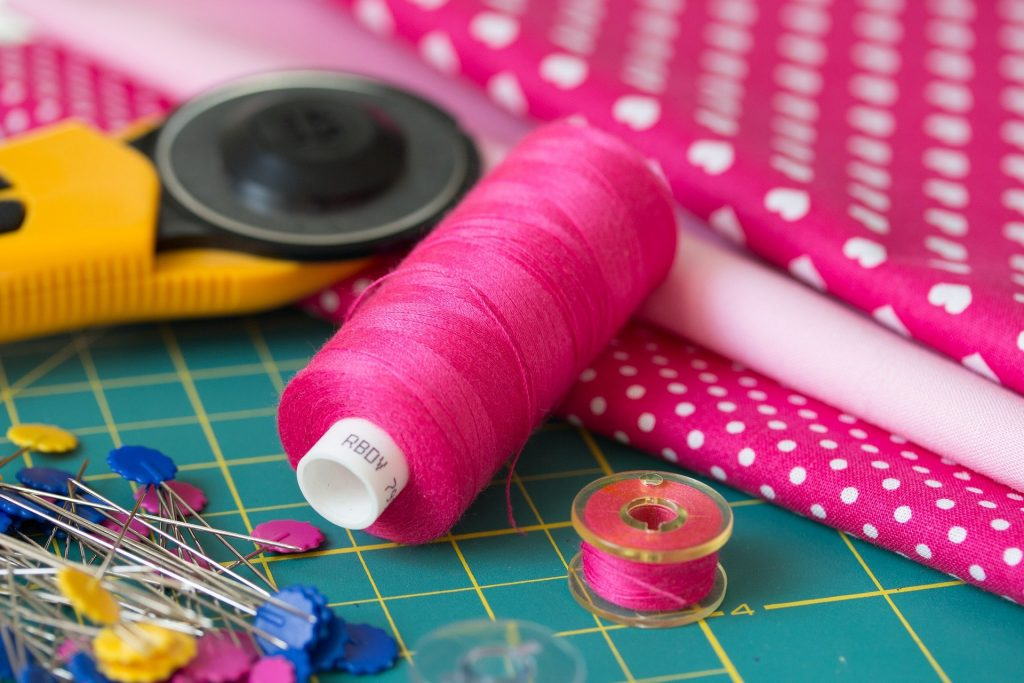 Couture invisible, couture, coudre, débutant, facile, peluche, patron, refermer, aiguille, fil, couture, nœud, astuce, conseil,